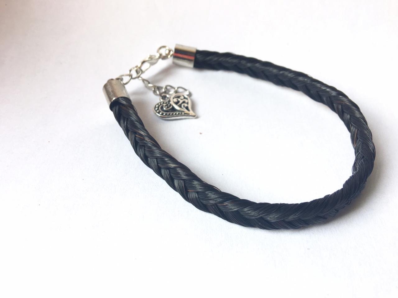 Bracelet en crins de cheval noir avec une breloque coeur
