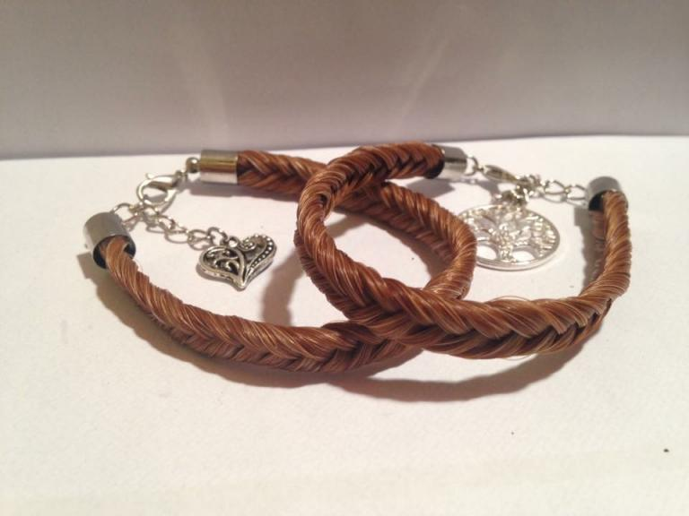 Bracelet simple avec une breloque