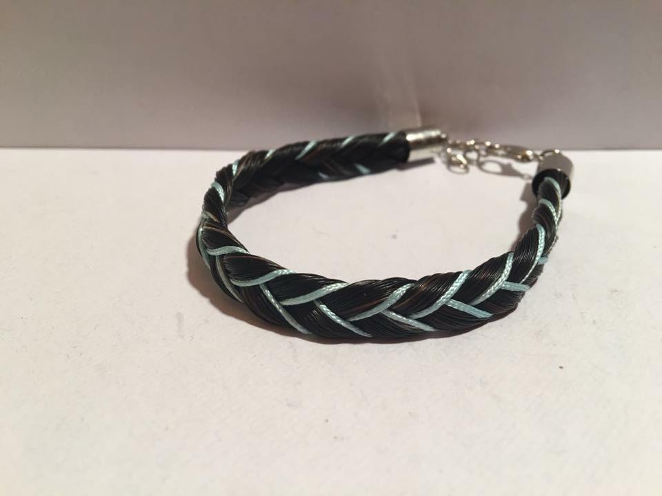 Bracelet épi et fils colorés