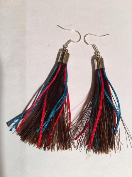 Boucle d oreille crins cheval pompon couleurs