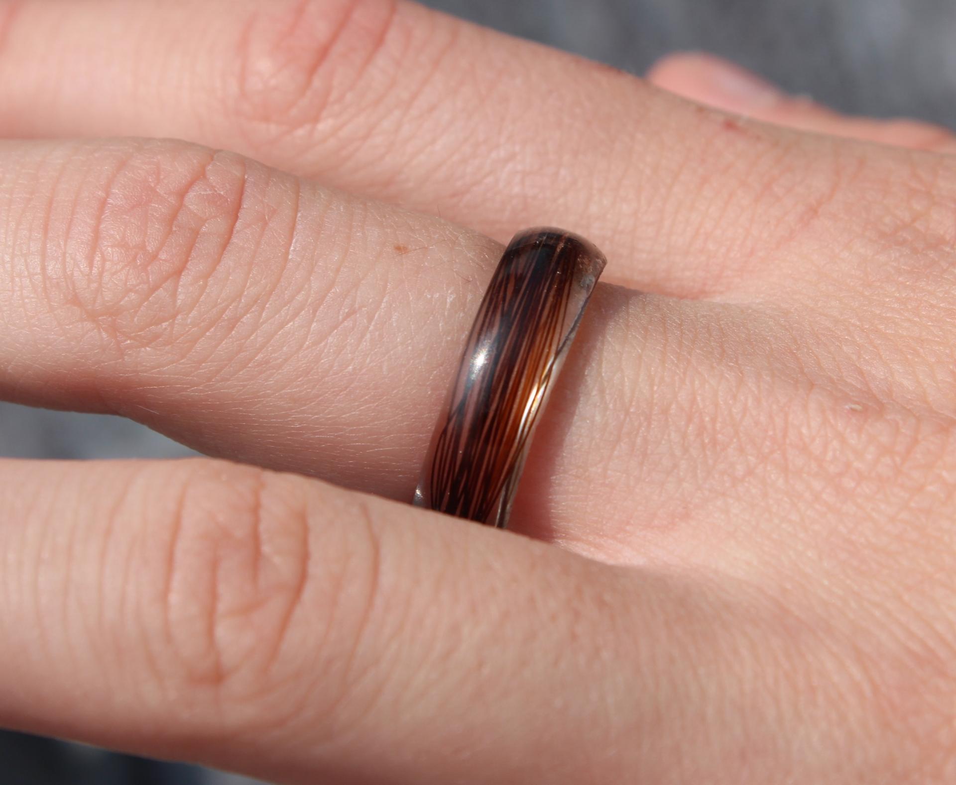 Creation crins cheval bague anneau resine immortel souvenir pas cher solide marron
