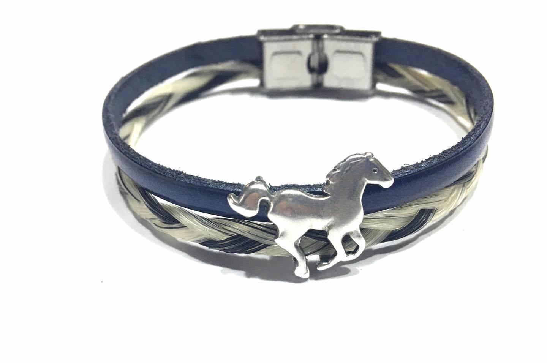 Creation crins cheval cuir bracelet bleu galop mors souvenir crin bijou cadeau camargue blanc noir