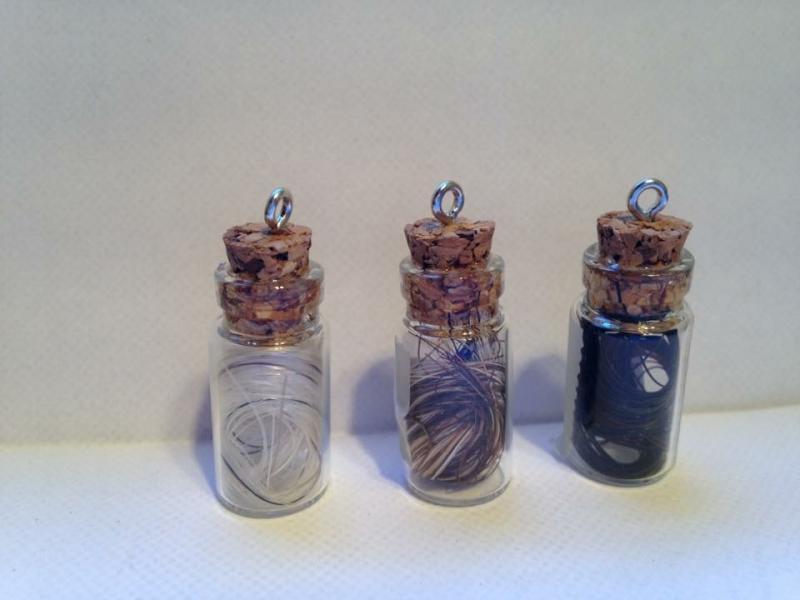 Creation crins cheval fiole porte clef tube solide verre crochet solide