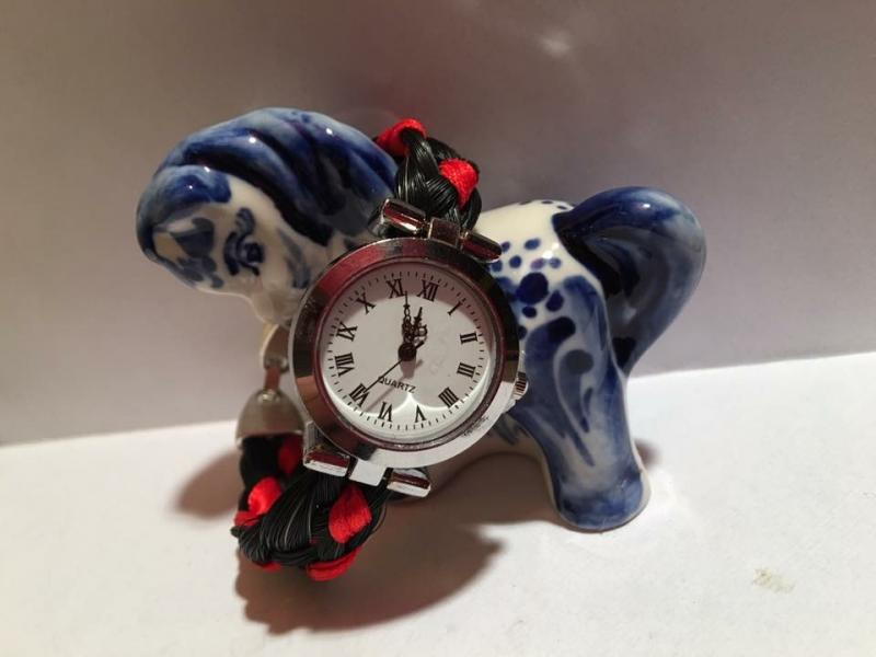 Creation crins cheval montre argent tressage plat rouge colore solide
