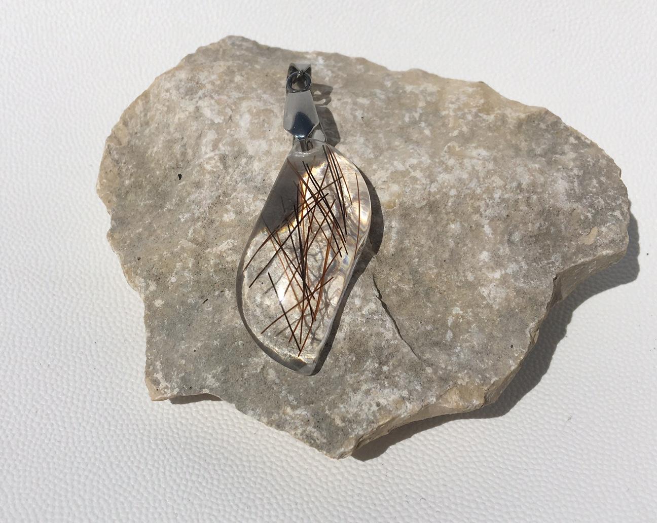 Creation crins pendentif cheval immortel acier argent feuille chaine crystal resine unique