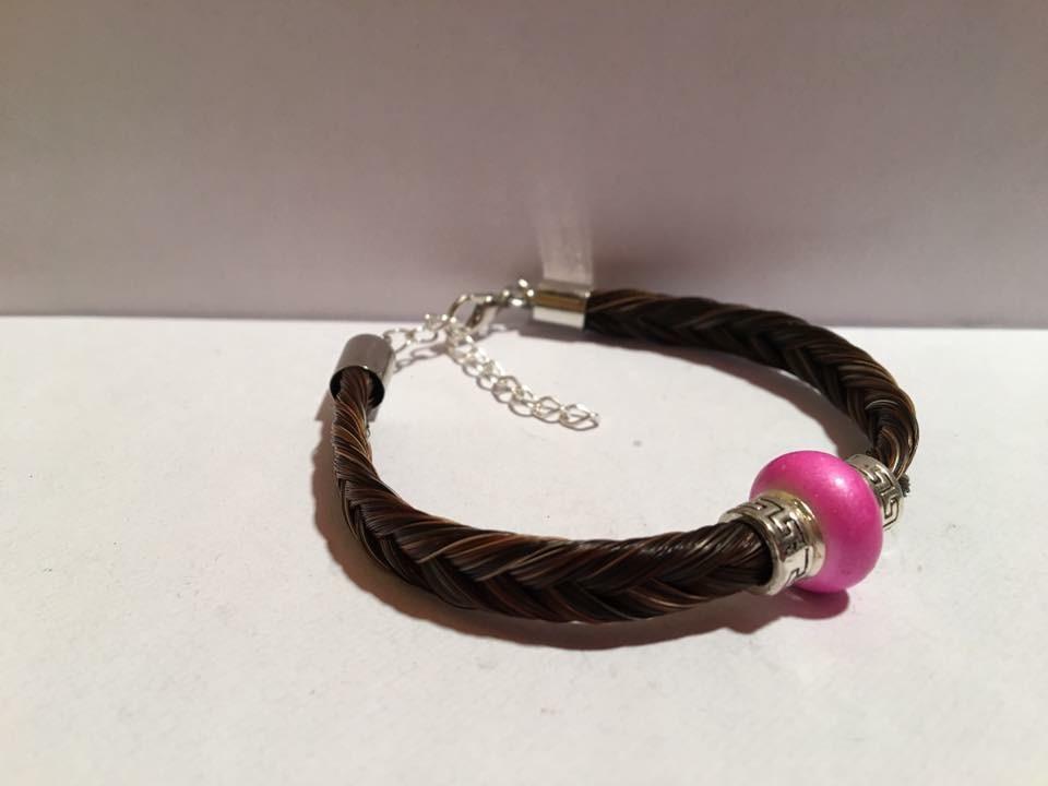 Bracelet en crins de cheval avec perle type pandora sur la tresse