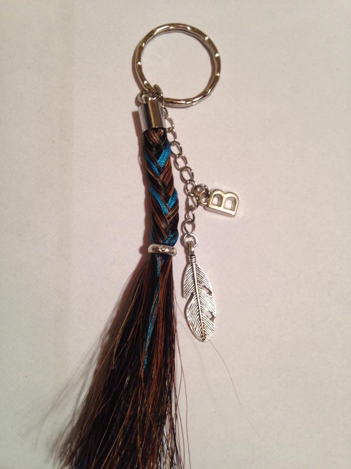 Porte clef mix tresse pompon en crins de cheval personnalisable