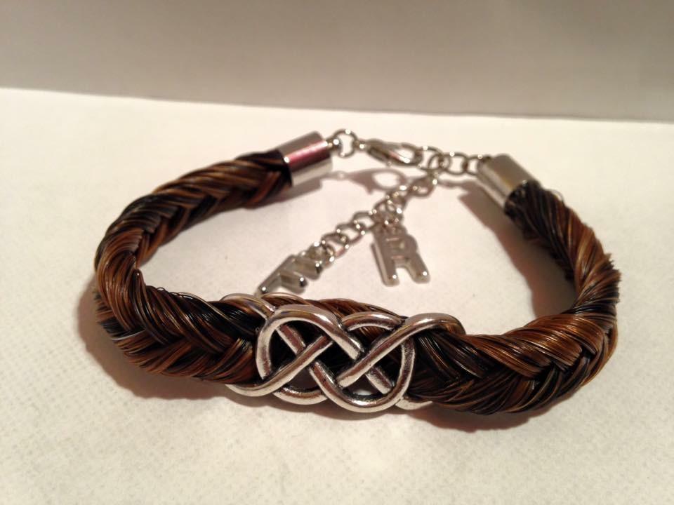 Bracelet avec connecteur double infini en crins de cheval